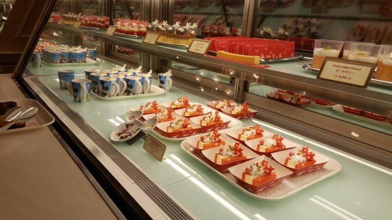 Tokyo Disneyland food sweetheart cafe cakes