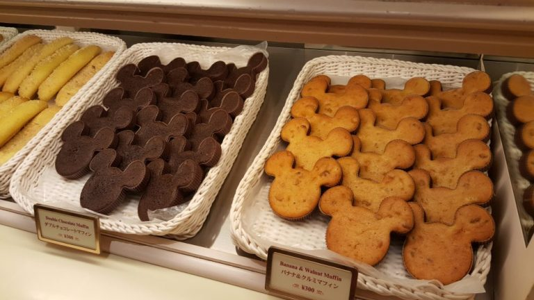Tokyo Disneyland food sweetheart cafe mickey cakes