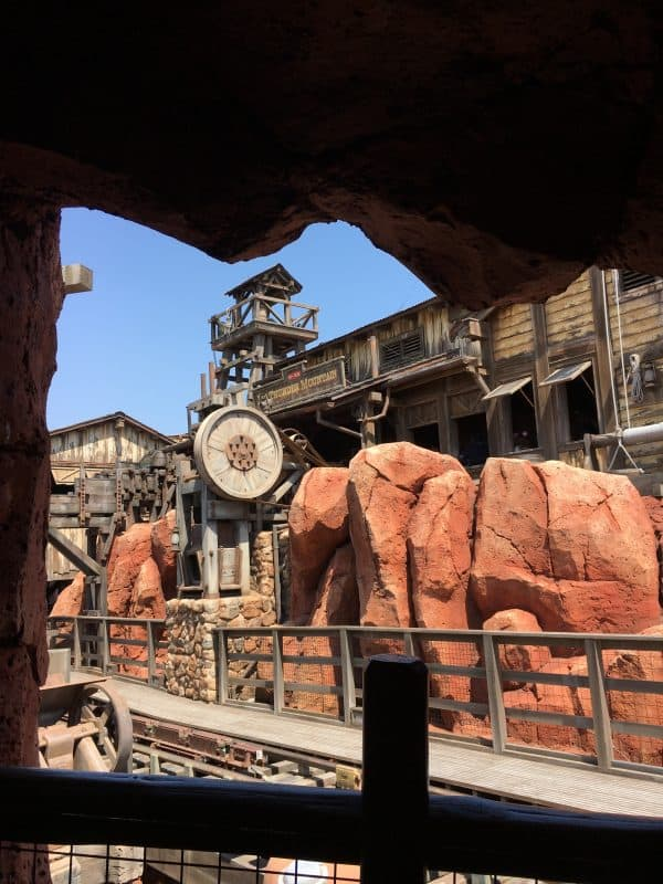 Tokyo Disneyland rides & attractions big thunder mountain