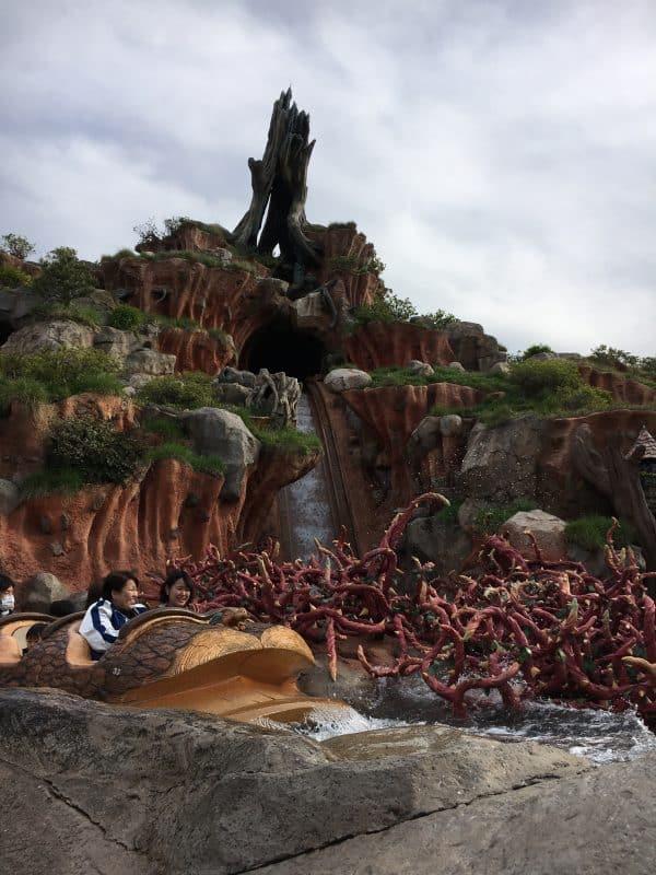 Tokyo Disneyland rides & attractions splash mountain