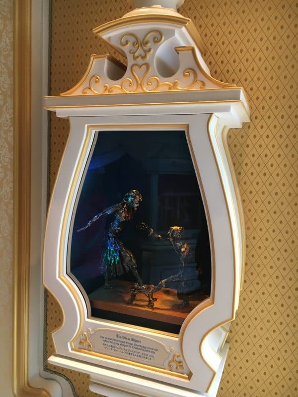 Tokyo Disneyland rides & attractions Cinderella castle interior