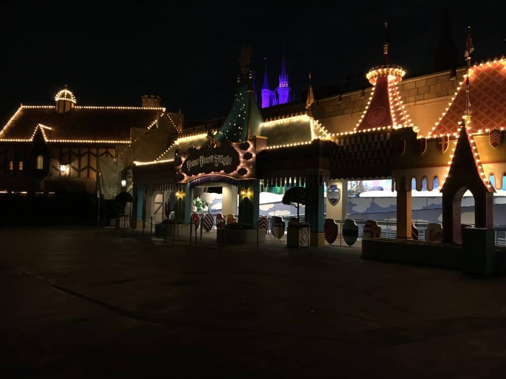 Tokyo Disneyland rides & attractions peter pan's flight at night