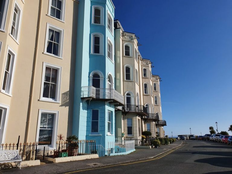 Tenby South Beach places to stay