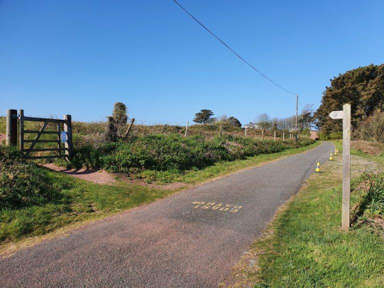 Post marker at start of Dale Circular Walk
